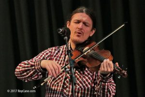 Simon Yapp performing at Mrs Yarringtons Music Club in Sedlescombe 19/09/2017. Photo by Roy Cano