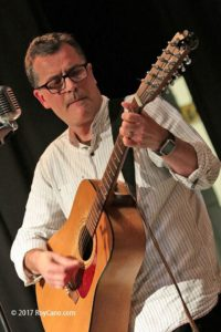 Ian Roland performing at Mrs Yarringtons Music Club in Sedlescombe 19/09/2017. Photo by Roy Cano